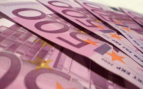 Leul, la noi minime record in fata euro si a dolarului