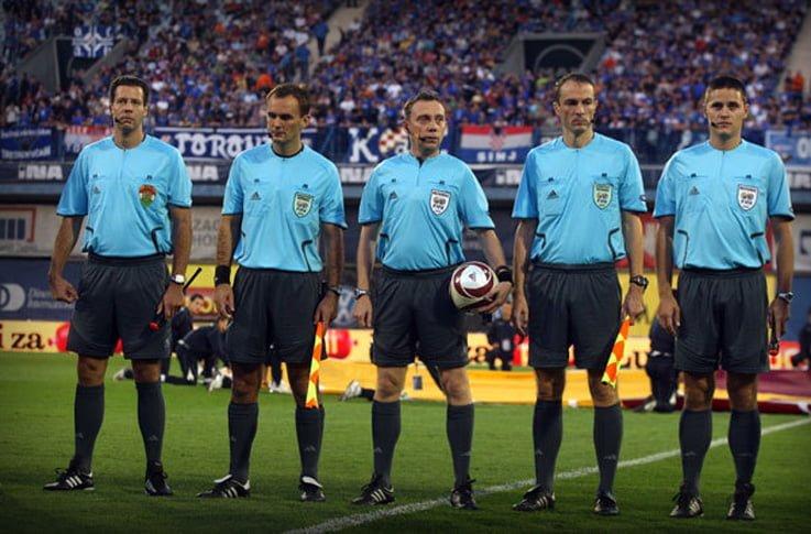 Sistemul cu asistenti suplimentari, adoptat in unanimitate de UEFA