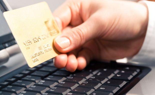 Platile online cu cardul se apropie de 5 milioane de tranzactii