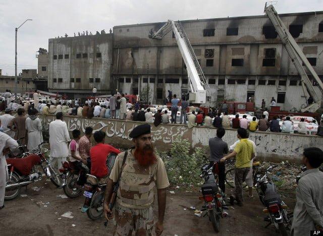 Incendiu in Pakistan, soldat cu aproape 300 de morti