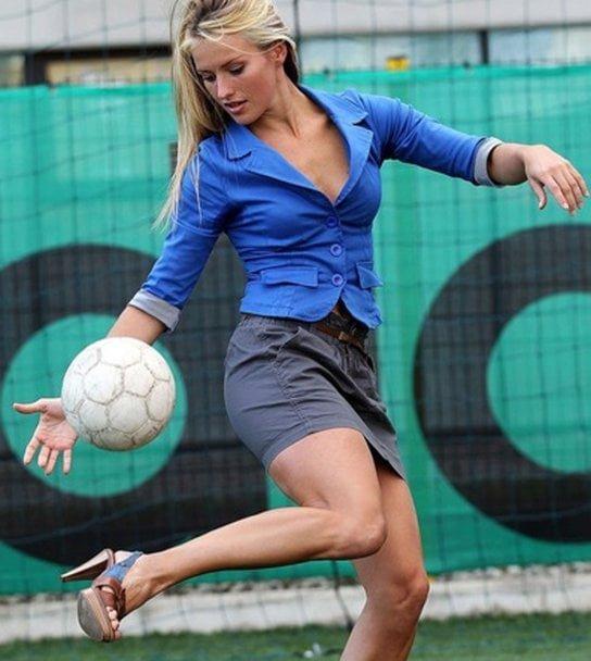 Candidata la Miss, antrenor de fotbal la barbati