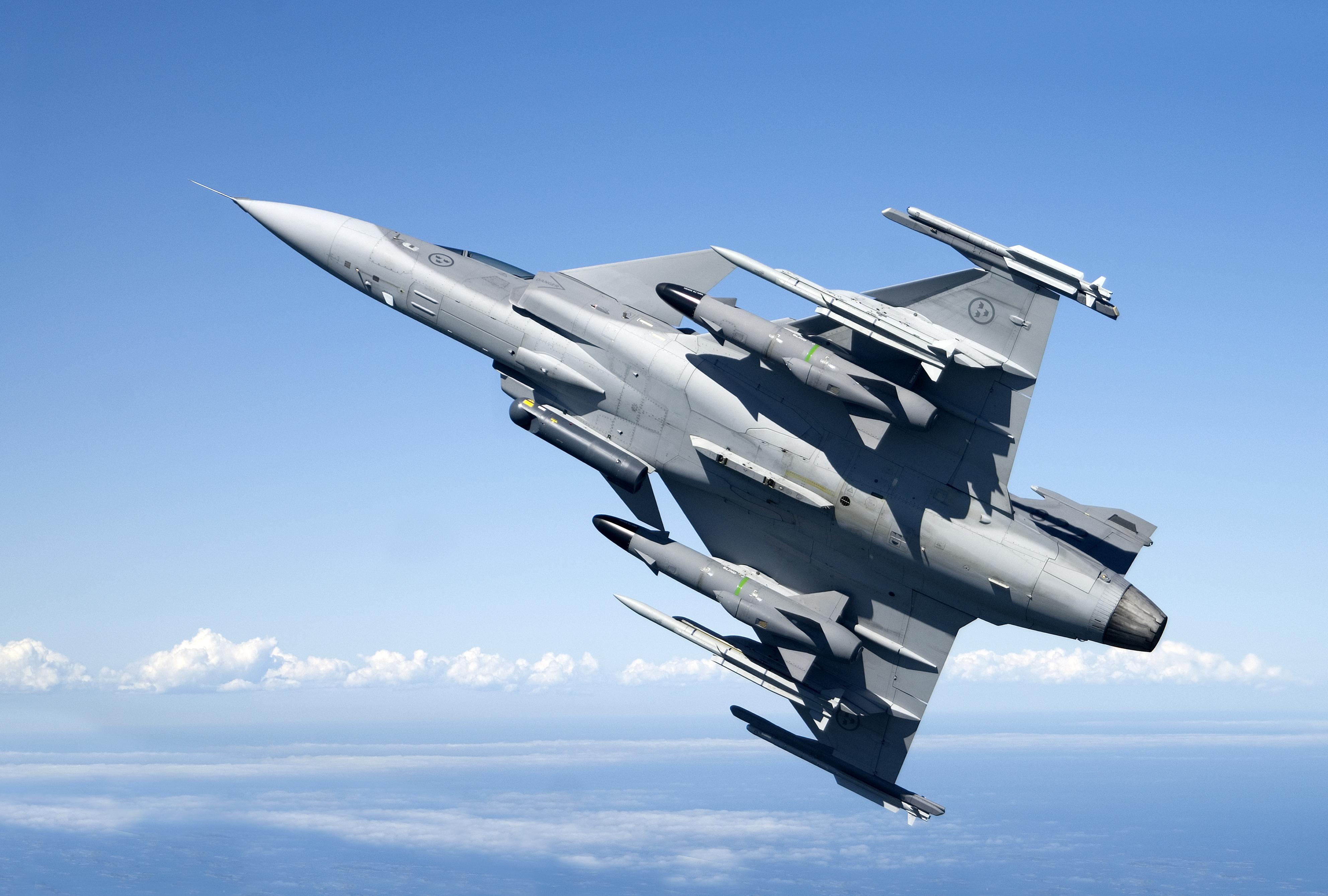 Comisia Europeana cere licitatii pentru achizitionarea de avioane de lupta