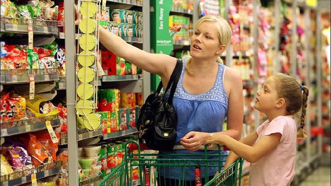 Romanii au redus cheltuielile cu alimentele in primele 6 luni ale 2012