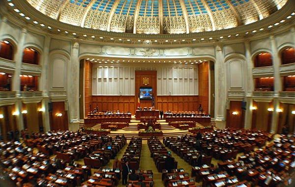 Parlamentarii fac lucruri trasnite. Alesii se pregatesc sa incheie un mandat plin de recorduri…negative
