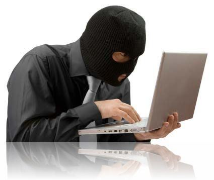 Retea transfrontaliera de fraude informatice, sprijinita de un politist
