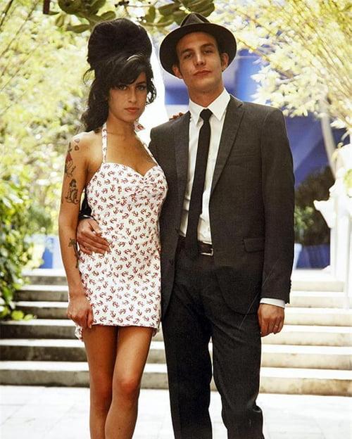 Rochia de mireasa a lui Amy Winehouse a fost furata