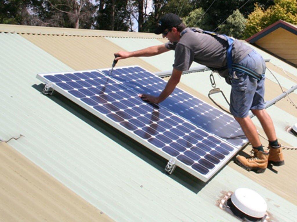 Energia solara devine mai rentabila decat investitia in construirea de reactoare nucleare
