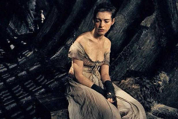 Anne Hathaway s-a infometat pentru rolul din Les Miserables
