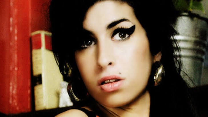 Ancheta mortii lui Amy Winehouse va fi reluata anul viitor