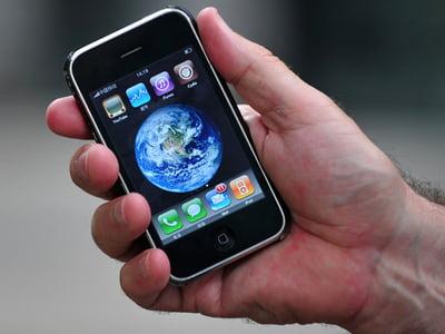 Telefonul mobil- detectiv.Cosmote are o aplicatie care permite utilizatorilor sa vada unde se afla interlocutorii