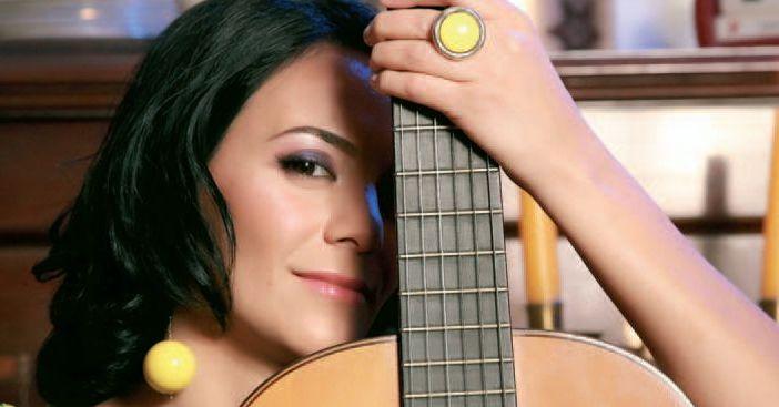 Analia Selis revine in muzica