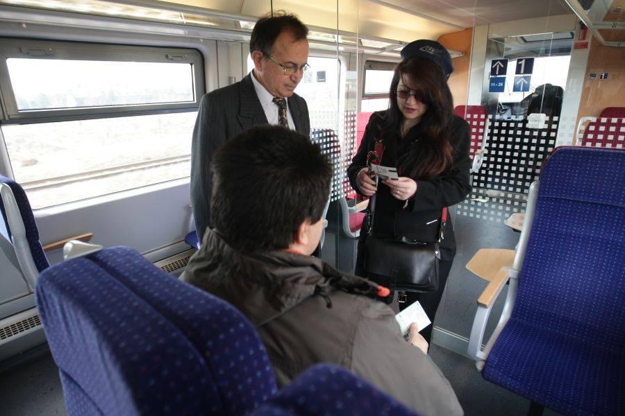 Ce reduceri primesc studentii la elevii pentru transportul pe calea ferata