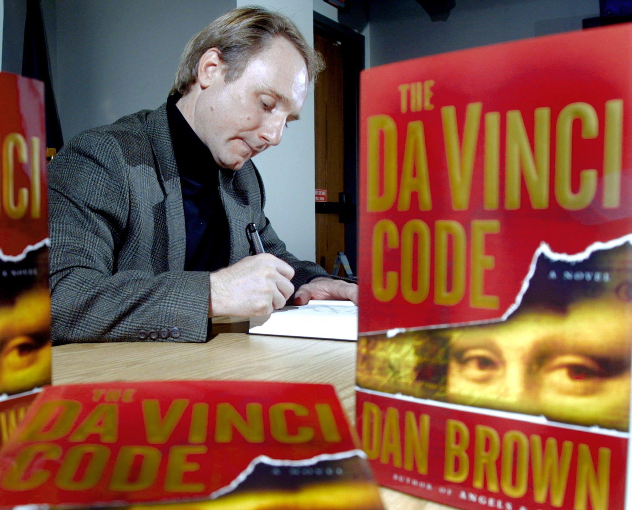 Scriitorul Dan Brown lanseaza un nou roman din seria  deschisa de Codul lui Da Vinci