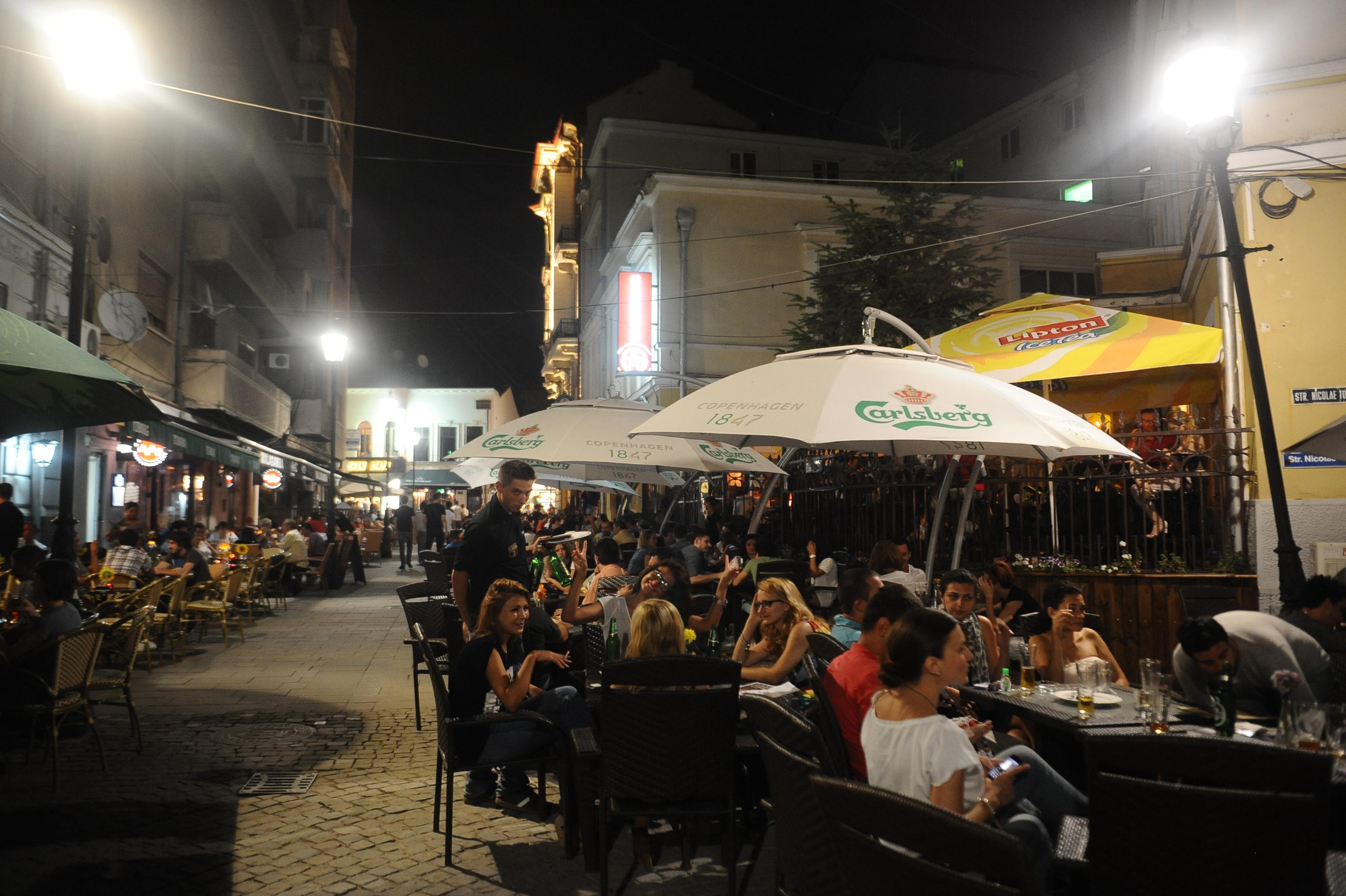 Stingerea la ora 22.00. Primaria Capitalei trimite la culcare turistii din Centrul Istoric si baga in faliment afacerile firmelor din zona