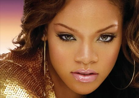 Rihanna a debutat in moda in calitate de stilist