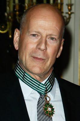 Decorat in Franta, Bruce Willis l-a criticat pe Francois Hollande