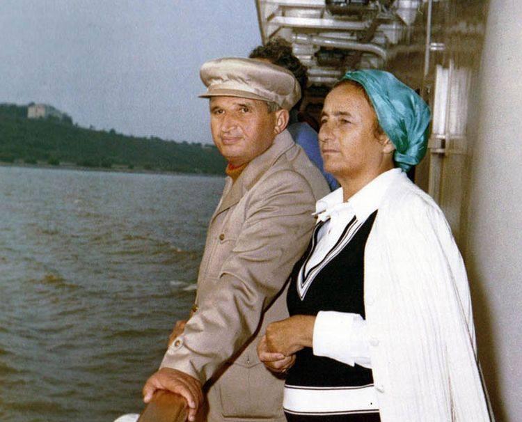 Dupa ce frunza Elenei Udrea s-a vestejit, Maria Grapini propune un nou brand de tara: cuplul Ceausescu