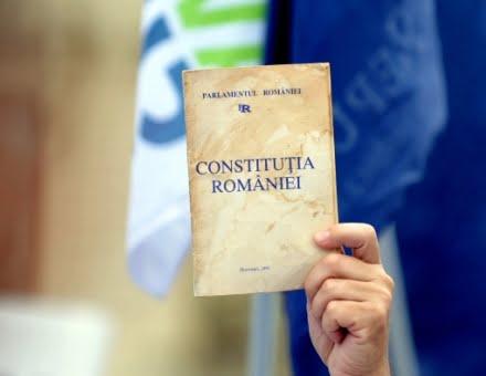 Revizuirea Constitutiei, in septembrie. Crin Antonescu va fi presedinte… de comisie