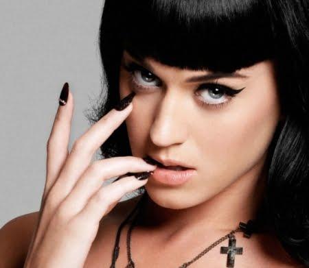Katy Perry lanseaza o carte autobiografica!