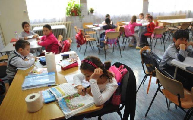 SONDAJ: Peste 34% dintre romani sunt nemultumiti de performantele invatamantului din tara noastra!
