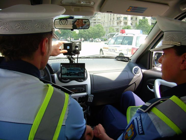 Peste 2.000 de politisti si 420 de radare monitorizeaza drumurile nationale!