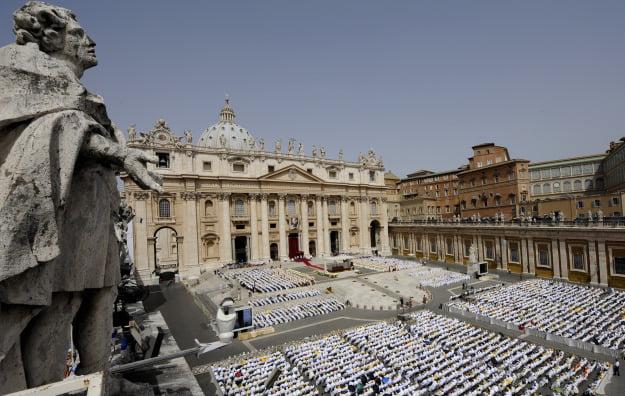 "Agentia de supraveghere financiara de la Vatican a prezentat primul raport privind spalarea de bani: 6 cazuri ""suspecte"" in 2012!"
