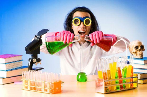 TOP 10 Oameni de stiinta ce au facut experimente pe ei insisi! FOTO