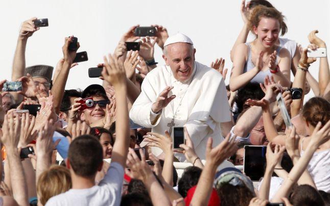"""Papa Francisc a recunoscut existenta unui grup de """"lobby gay"""" la Vatican!"""