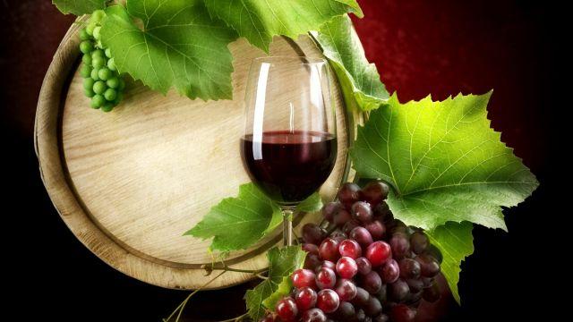 Zece beneficii ale consumului de vin rosu