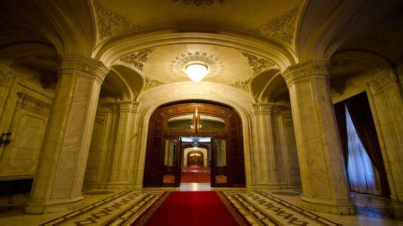 Blestemul din Casa Poporului! Lucrurile ciudate care se intampla pe holurile celei mai mari cladiri din Romania!