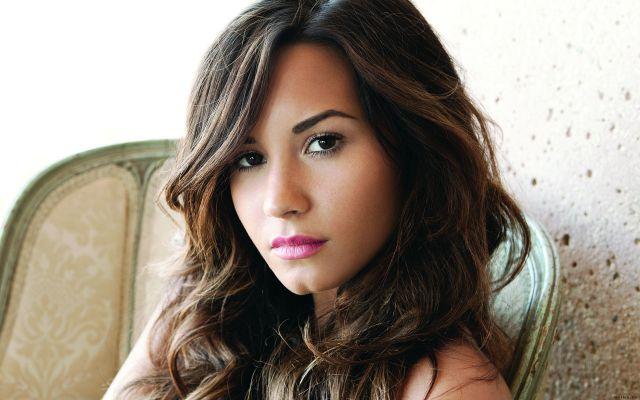 Demi-Lovato-demi-lovato-28692912-1920-1200