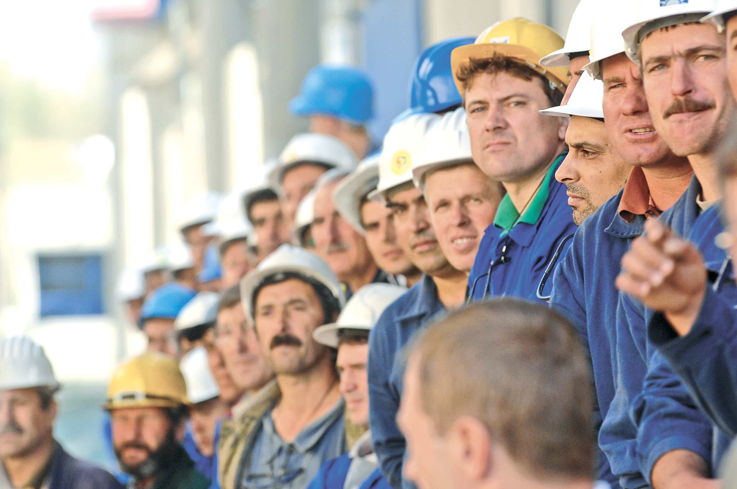 Aproape jumatate de milion de romani si-ar putea pierde locul de munca in 2013!