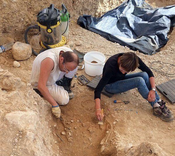 Un mormant paleolitic vechi de 14.000 de ani a fost descoperit de arheologii francezi!