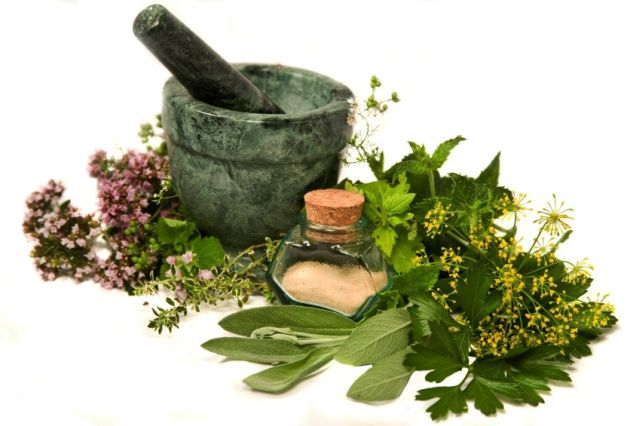mortar-pestle-herbs