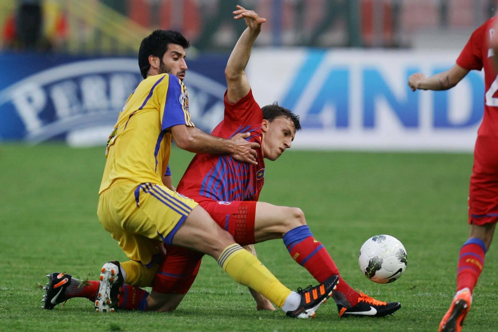 Supercupa Romaniei: Steaua si Petrolul isi disputa ultimul trofeu al sezonului trecut!
