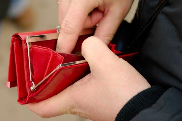 Salariul mediu net a scazut cu 3% in luna mai, la 1.611 lei! Vezi domeniile cu cele mai mici si cele mai mari venituri!