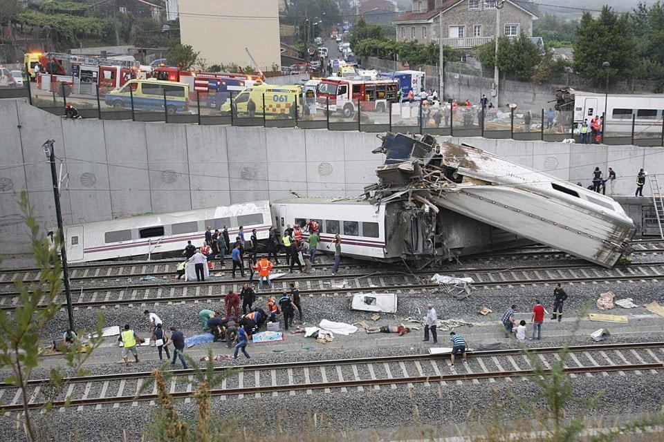ACCIDENT FEROVIAR in SPANIA: Cel putin 77 de morti! VIDEO + FOTO