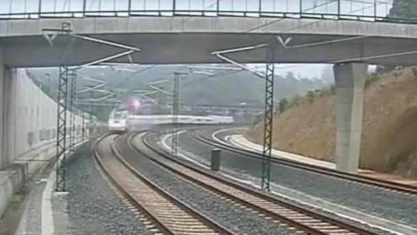 VIDEO: Cum s-a produs cel mai grav accident de tren din ultimii ani din Spania!