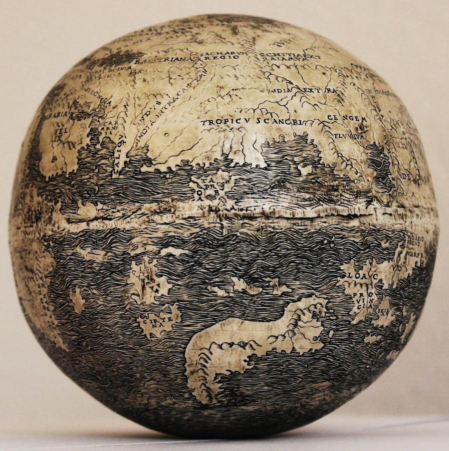 O echipa de oameni de stiinta au descoperit pe cojile a doua oua de strut cea mai veche harta a Lumii Noi! FOTO