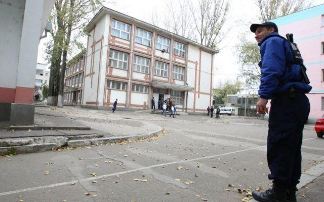 Lovitura pentru firmele private de paza! Guvernul vrea sa dea paza scolilor pe mana Jandarmeriei!
