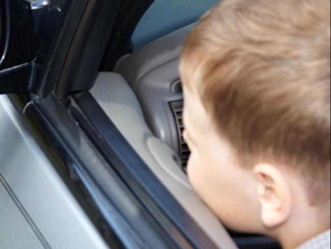 Un copil de 10 ani din Ialomita si-a accidentat mortal sora de un an, cu masina parintilor!