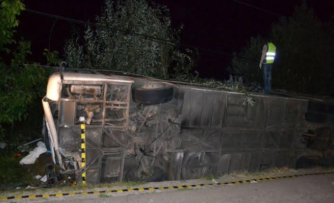 Accident grav in Vrancea dupa ce un autocar s-a rasturnat pe DN2! Doua persoane au murit si alte cinci au fost ranite!