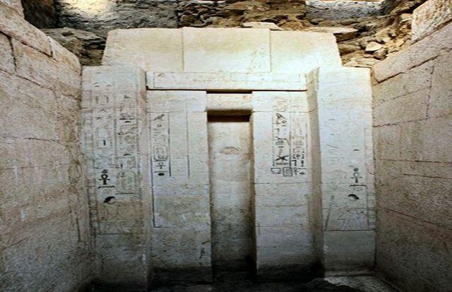 Arheologii au descoperit un MORMANT vechi de 4.000 de ani!