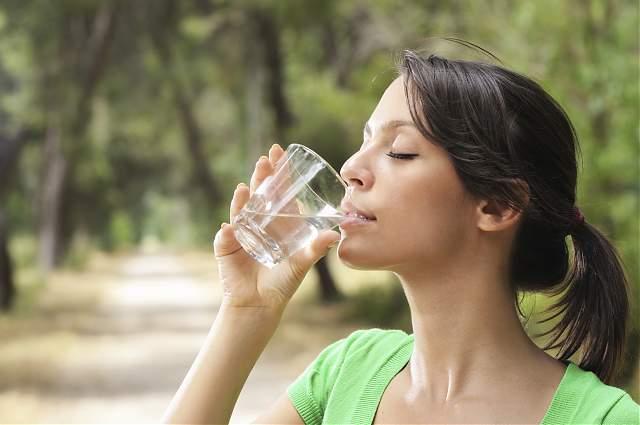 Invata cand si cata APA trebuie sa bei pentru a te mentine la capacitate maxima!