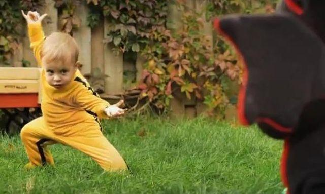 VIDEO Milioane de oameni l-au urmarit pe bebelusul KUNG-FU! Cu siguranta iti va intra la sufletel!