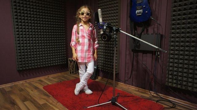 Fetita de 9 ani care va face SENZATIE in showbiz-ul romanesc! VIDEO