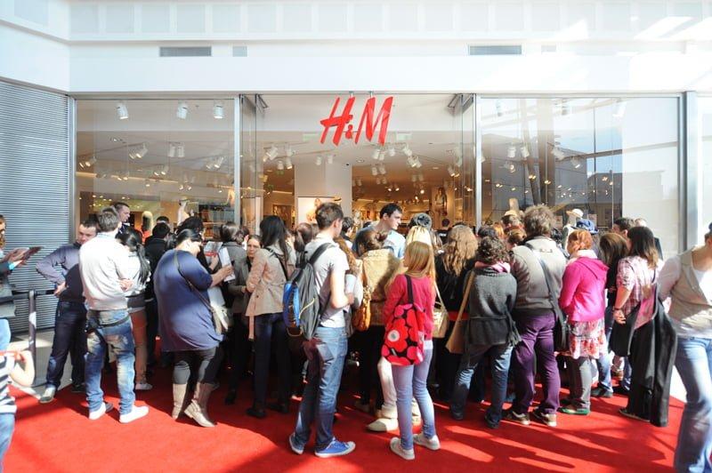 Retailerul H&M Romania va deschide primul magazin stradal, pe strada Lipscani din Capitala!