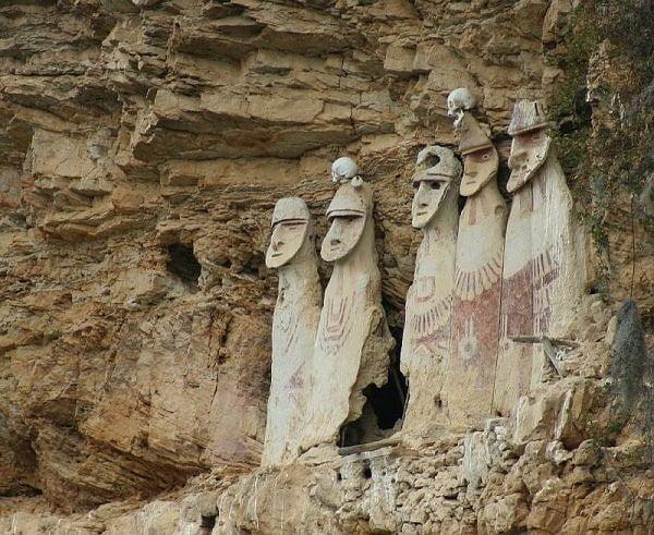 Sarcofage din epoca prehispanica, descoperite in padurea amazoniana din Peru!