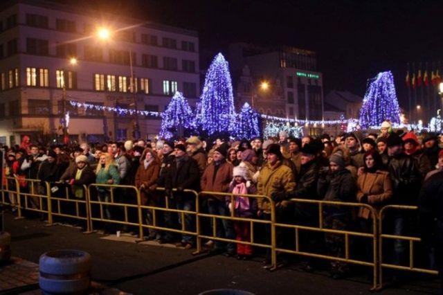 Mii de oameni din cele mai mari orase sunt asteptati pentru petrecerea de REVELION 2014 in strada, cu artificii si concerte!