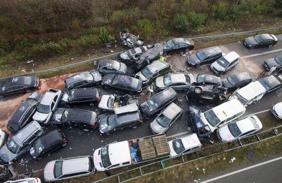 Carambol cu 40 de autovehicule pe Autostrada Sibiu – Orastie! Patru persoane au fost ranite